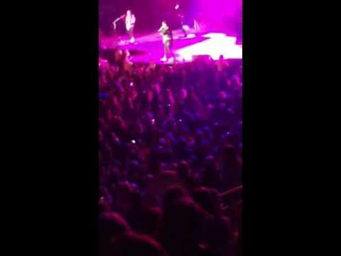 05.14.2016 - HELLO WORLD TOUR EDMONTON (Kiss You Inside Out)