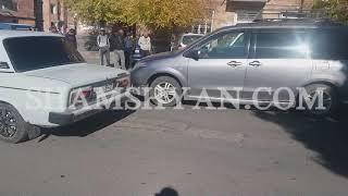 Ավտովթար Շիրակի մարզում  Արթիկի հրապարակում բախվել են Mazda ն և Mitsubishi Pajero ն