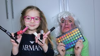 AMELIA FA MAKE UP A SUO PADRE (Funny Makeup end kids)