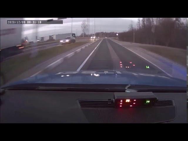 Politsei peatab ohtliku sõidustiiliga Audit