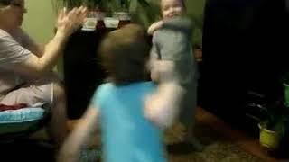 Дети танцуют,трусы забыла одеть😀,звезда без трусов