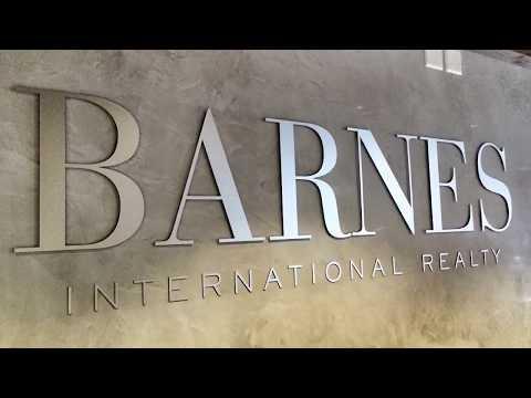Publicity Shop montage agence Barnes à Crans Montana