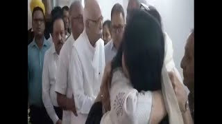 Pratibha Advani crying after meet Sushma Swaraj's daughter Bansuri