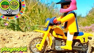 Playmobil hora de aventuras con juguetes motos en el circuito de motocross. Juegos divertidos niños.