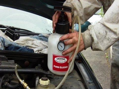 Los contadores de la gasolina en el coche