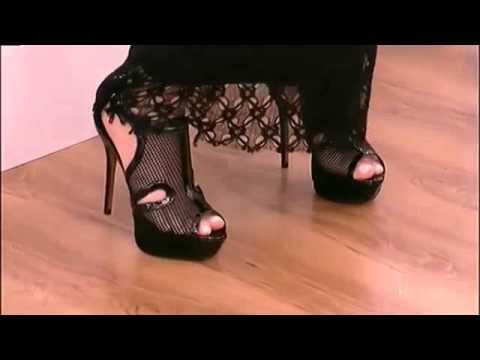 f2cdb57645c Η Ελένη Μενεγάκη Δοκιμάζει ψηλοτάκουνα πέδιλα - YouTube