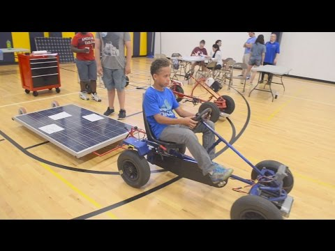 Niños aprenden STEM por proyecto de auto solar