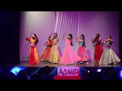Main Prem Ki Diwani Hoon Bani Bani Kareena Kapoor Compañia Infantil Dulcelicho Danzas De India