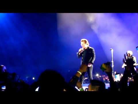 Bono agradeciendo a Lionel Messi U2 en Argentina 2017