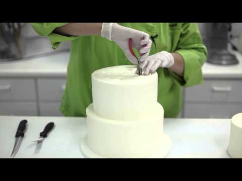 how-to-disassemble-and-cut-a-wedding-cake