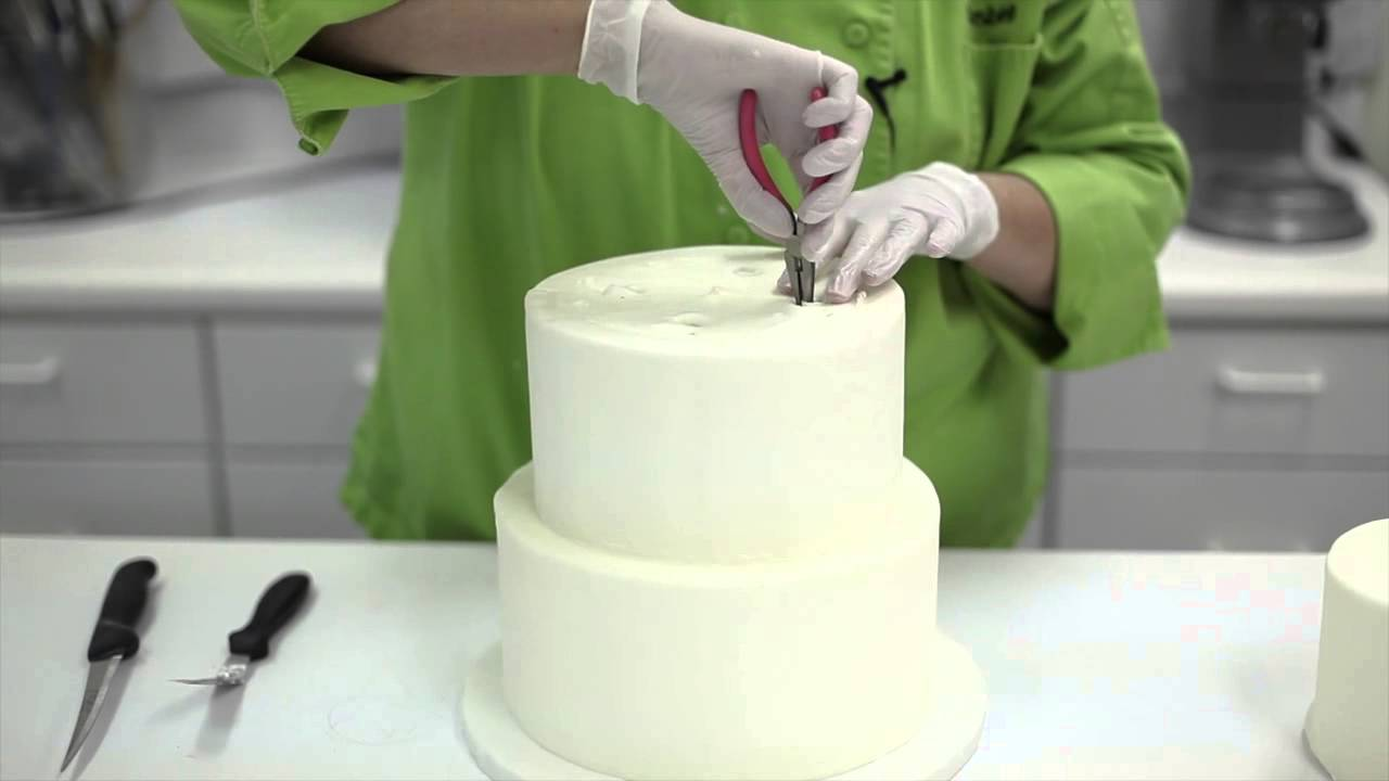 how do i cut a wedding cake how to disassemble and cut a wedding cake 15368
