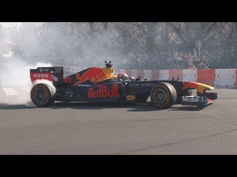 F1、神宮外苑でデモ走行 1万人を魅了