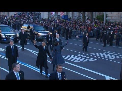 Investiture : Barack et Michelle Obama sortent de voiture pour saluer la foule - 21/01