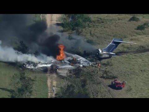 شاهد: تحطّم طائرة مدنية كانت تقل 21 شخصا لدى إقلاعها في تكساس ونجاة كل ركابها  - نشر قبل 2 ساعة