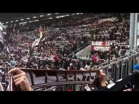 Cánticos del St. Pauli con subtítulos en castellano