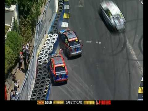 V8 Supercars : Lee Holdsworth & Michael Caruso Crash - Race 19A (Surfers Paradise 2009)
