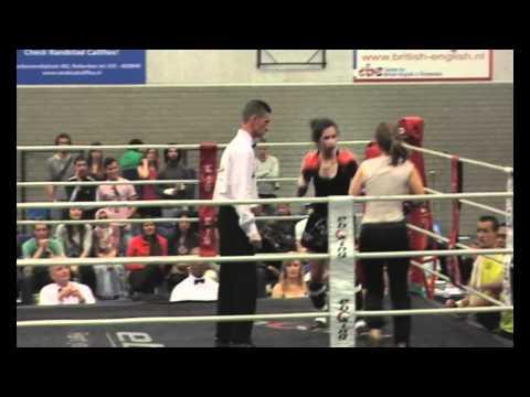 NSK Kickboksen 2010 Dagmar Velmans (usc) vs Mounia Saidi (rsbv minato)