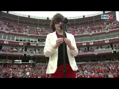 Marlana VanHoose gives breathtaking rendition of National Anthem before Cincinnati Reds Opening Day