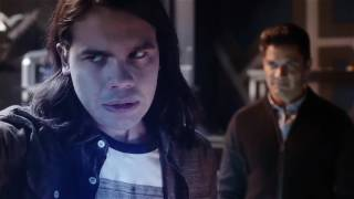 Флэш и Кидфлэш против Савитара в сериале