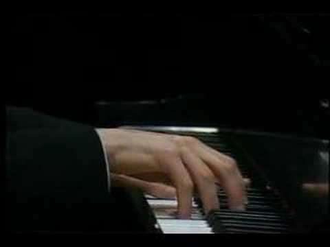 Ilya Itin plays Rachmaninoff (vaimusic.com)