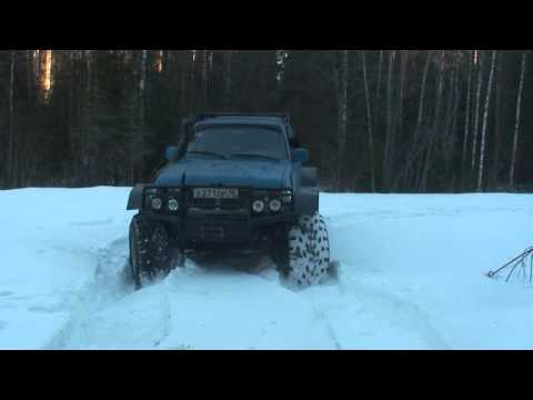 Toyota land Cruiser 80 with portals from Mercedes unimog on low-pressure tires