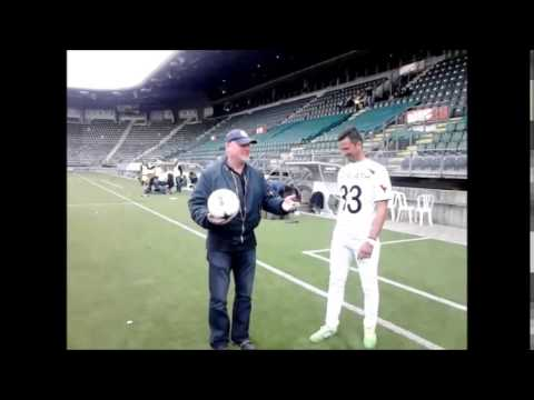 Deka keeps up with Master  Gabor Horvath in Kyocera Stadium - Den Haag -Holland