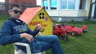 Андрей играет в полицейского и нарушителя Ловит воришку и катается на полицейской машине