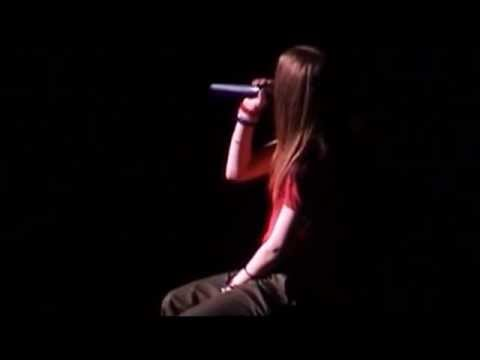 Avril Lavigne - Knocking On Heaven's Door - Live In Japan 29/05/2003
