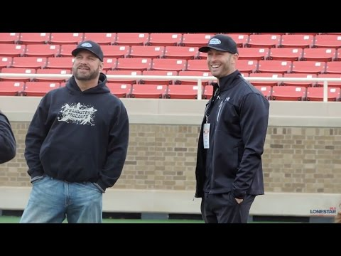 Garth Brooks & Kliff Kingsbury Work With Lubbock Kids