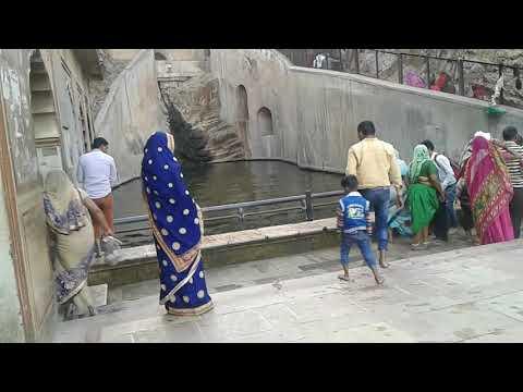 Open Bath on Galta ji Ghat, Jaipur, Rajasthan || Beautiful Rajasthan || Man and woman bath together.
