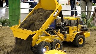 RC CONSTRUCTION SITE WITH INCREDIBLE SCALE CONSTRUCTION MACHINES / Intermodellbau 2016