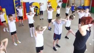 Физкультура Д С(Короткий видеоролик о том как дети из детского сада занимаются на занятиях по физкультуре. Часть большого..., 2014-11-10T07:23:15.000Z)