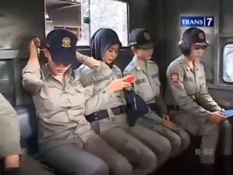 Kisah Mantan Model Jadi Satpol PP Cantik Surabaya