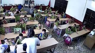 Full clip con bị đánh vào tay, phụ huynh lao vào tát cô giáo trường tiểu học Đặng Cương sấp mặt