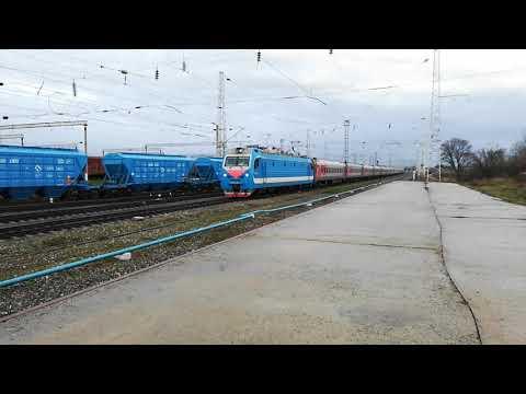 ЭП1М-642 со скорым поездом №49 Кисловодск-Санкт-Петербург прибывает на станцию Невинномысск