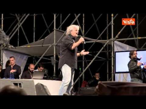 23-05-14 GRILLO DELL UTRI IN LIBANO CON PIGIAMA A RIGHE E SCAPPATO NON E UN UOMO 00_38