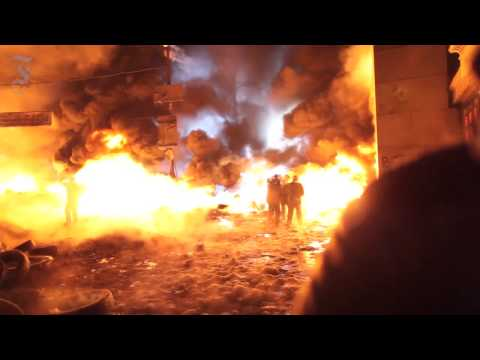 Ukrainian protesters hurl Molotov cocktails and stones at police