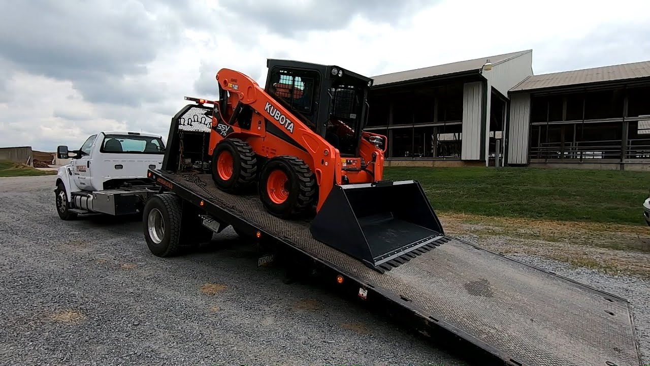 Trying out a Kubota SSV75 Skid Loader