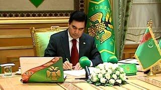 """В Туркмении на обсуждение вынесли проект новой Конституции, """"забыв"""" опубликовать ее текст"""