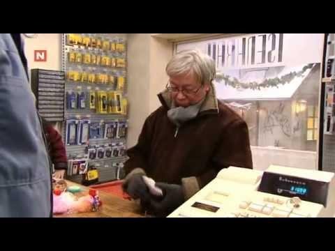 Jul i Tøyengata - Konnerud selger kniv