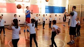 Урок баскетбола в школе №20