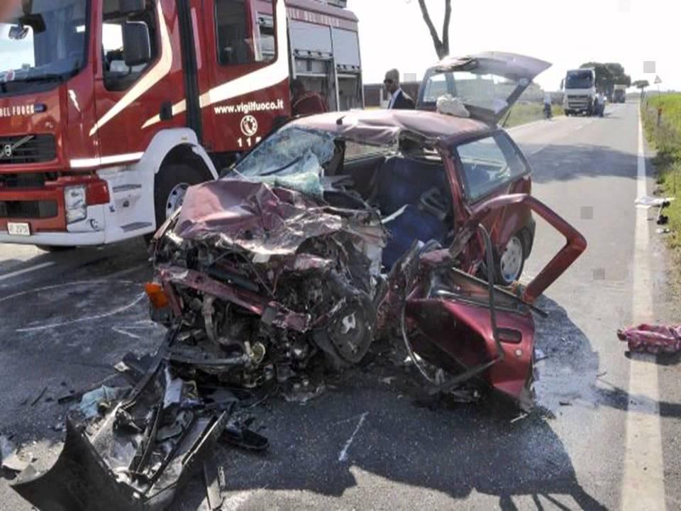 Risultati immagini per incidente auto mortale