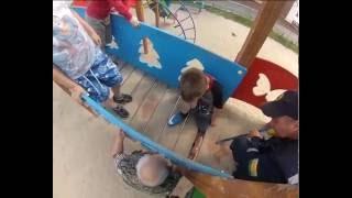 ребенок на детской площадке(, 2016-07-05T08:00:21.000Z)