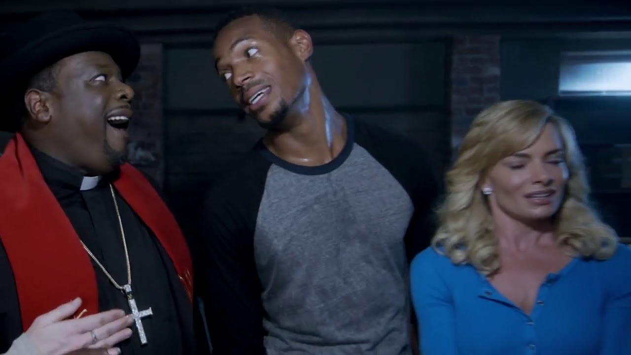 'A Haunted House 2' cast visits ghostly Chicago 'Castle'