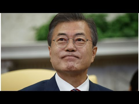 Moon Jae-in, South Korea president, calls emergency meeting after Donald Trump cancels Kim summit