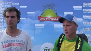 Jan Hernych a Zdeněk Kolář po čtvrtfinále deblu na turnaji Futures v Pardubicích