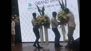 [26May17]Liveงาน Grand Opening ร พ  พญาไท 3 เฮีย #เป๊กผลิตโชค น่ารักมากฝนตกก็กางร่มไปจับมือPFC