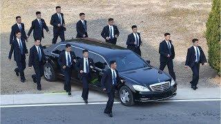 En Un Mercedes De Lujo Y 12 Guardaespaldas Corriendo a Su Lado Llego Kim Jon Un