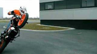 Танец с мотоциклом.