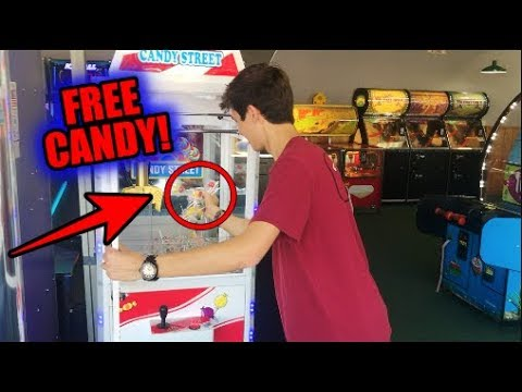 Candy Claw Machine Left UNLOCKED!!! (FREE CANDY!!!) | JOYSTICK